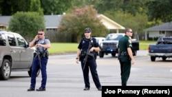 پلیس محل تیراندازی را به روی رفت و آمد عموم بسته است.