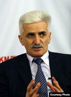 Деньга Халидиов, политолог
