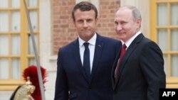 Президент Франції Емманюель Макрон на зустрічі з президентом Росії Володимиром Путіним у Версалі, 29 травня 2017 року