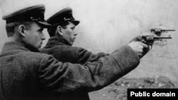 Сотрудники НКВД на расстреле