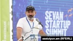 """Премьер-министр Армении Никол Пашинян выступает на """"Sevan Startup Summit-2019"""", 2 августа 2019 г."""