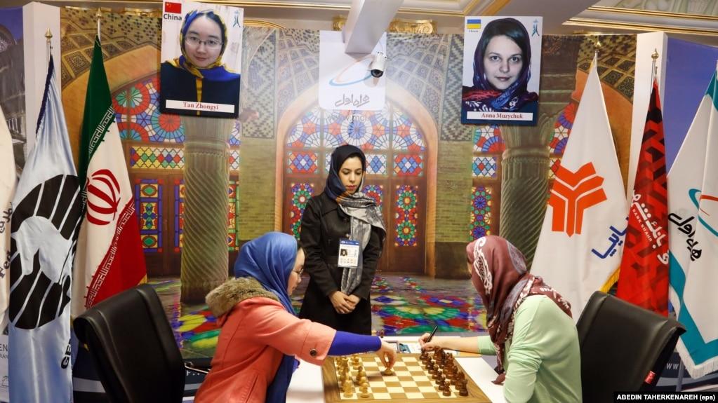 فدراسیون ایران از بهمن ۱۳۹۵ و به دلیل میزبانی رقابتهای زنان جهان در تهران به فیده بدهکار بود.