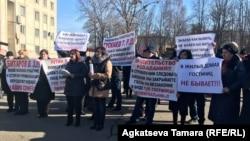 """Жильцы социальной гостиницы """"Коммунальник"""" неоднократно выходили на протестные акции"""