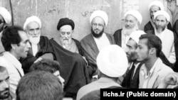 علامه طباطبایی در کنار برخی از روحانیان سرشناس جمهوری اسلامی از جمله محمدرضا توسلی، ناصر مکارم شیرازی، حسن لاهوتی و محمد یزدی.