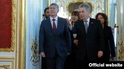 Кыргызстан президенти Алмазбек Атамбаев жана Австрия мамлекет башчысы Хайнц Фишер. 23-март, Вена.