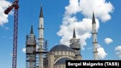 «Имиджевый проект Путина»: строительство Соборной мечети в Симферополе (фотогалерея)