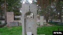 Merhum ýazyjy Beki Seýtäkowyň mazary, Aşgabat.