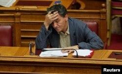 Министр финансов Греции Эвклид Цакалотос во время дебатов в парламенте о соглашении с еврозоной, 15 июля 2015