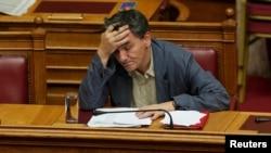 Міністр фінансів Греції Ефклідіс Цакалотос на сесії парламенту в Афінах, 15 липня 2015 року