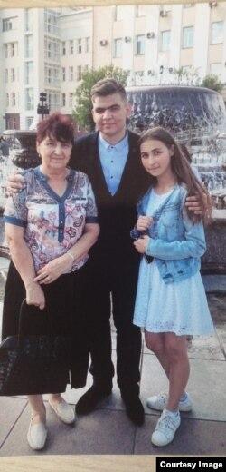 Надежда Кузнецова с внуками