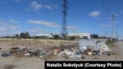 Мусорная свалка на окраине Жезказгана. 13 августа 2013 года. Фото Натальи Соколюк.