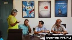 Aleksandra Krılenkova, advokatlar Edem Semedlâyev, Emil Kurbedinov, Abdureşit Cepparov. Aqmescit, 2017 senesi fevral ayı
