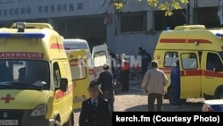 На место происшествия прибыли десятки карет скорой помощи