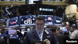 Нью-Йорк қор биржасындағы трейдерлер (Көрнекі сурет).