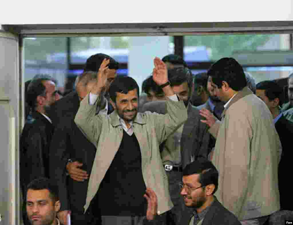 سخنرانی آقای احمدی نژاد، چند روز پس از اعتراضات دانشجويی به مناسبت روز دانشجو صورت گرفت