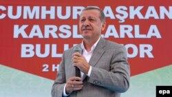 رجب طیب اردوغان، رئیس جمهور ترکیه در یک میتینگ انتخاباتی