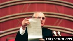 Михаил Горбачев на съезде народных депутатов 18.12.1990