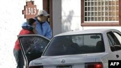 Meksikalı jurnalist Armando Rodrigez 2008-ci ildə evinin qabağında, maşınının içində güllələnib