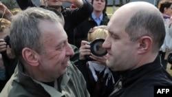 Андрей Санников и Дмитрий Бондаренко после освобождения из колонии