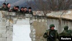 Як допомогти військовим заблокованим у Криму?