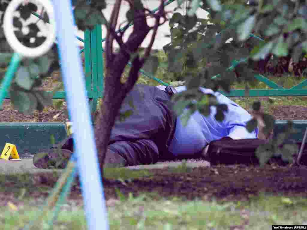 Бывший полковник Юрий Буданов был убит 10 июня четырьмя выстрелами в голову во дворе дома 38/16 по Комсомольскому проспекту в Москве