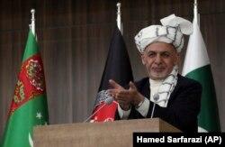 Президент Афганистана Ашраф Гани выступает на церемонии, посвященной началу работ на трубопроводе ТАПИ в Герате, Афганистан, 23 февраля 2018 года.