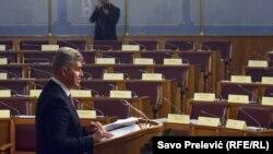 Novi predsjednik Skupštine Crne Gore pred polupraznom salom: Ivan Brajović