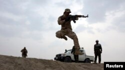 مقاتلون من الحشد الشعبي خلال تدريبات في كربلاء - 29 كانون الثاني 2015