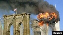 Башни-близнецы WTC после атаки террористов. Вид с Бруклинского моста.