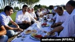 "Stambuldaky ""Türkmenistan"" parkynda gurnalan dabara"