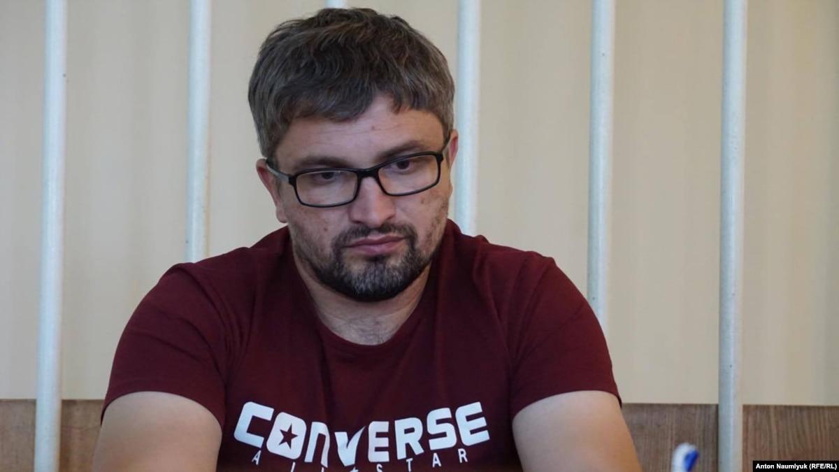 Суд в анексованому Крыма оставил под арестом блогера Мемедемінова