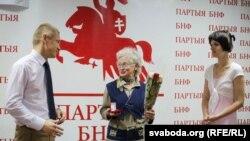 Ніна Багінская ўзнагароджаная памятным знакам імя Віктара Івашкевіча