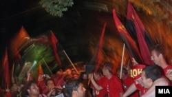 Членовите и симпатизери на ВМРО-ДПМНЕ ја слават изборната победа