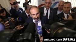 Никол Пашинян беседует с журналистами, Ереван, 8 мая 2018 г.