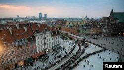 Варшава прощается со своим президентом Лехом Качиньским и его супругой Марией.