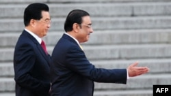 Asif Ali Zardari (right) in Beijing on October 15 to ask Chinese President Hu Jintao for help