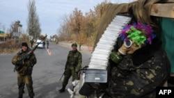Бойовики угруповання «ДНР» на КПП біля Донецького аеропорту, 20 жовтня 2014 року