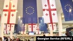 Конкретно о последующих шагах в руководстве страны говорить пока не готовы, ограничиваясь лишь туманными формулировками вроде будущего членства Грузии в ЕС