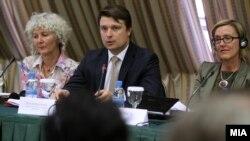 Јавна дебата за законот за медиуми. Министерот Иво Ивановски.