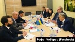 Qırımtatar Milliy Meclisiniñ ofisinde Frenkistannıñ Ukraina elçisi Etienne de Poncins ile körüşüv, 2019 senesi dekabrniñ 9-ı