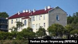 Дом по адресу Курчатова, 1 построен в начале прошлого века