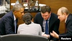 ABŞ-nyň prezidenti Barak Obama (çepde) we Orsýetiň prezidenti Wladimir Putin (sagda).