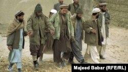 در تصویری آرشیوی شماری از اعضای بازداشتشده القاعده در افغانستان