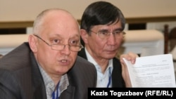 Rights activists and suporters say they will defend Kazakhstan oppositional politicians Vladimir Kozlov, left, and Zhasaral Kuanyshalin.