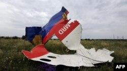 Літак «Боїнг-777» авіакомпанії Malaysia Airlines, що виконував рейс MH17 із нідерландського Амстердама в малайзійський Куала-Лумпур, був збитий над зоною російської гібридної агресії на сході України 17 липня 2014 року