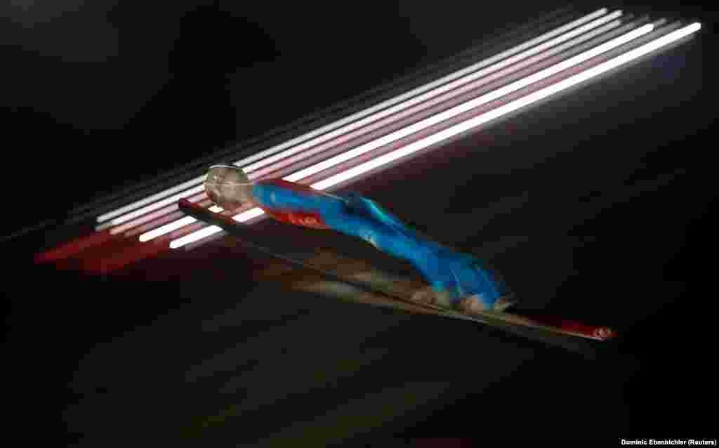 Стрибки на лижах: Алекс Інсем з Італії під час тренувань у лижному центрі «Альпенсія»