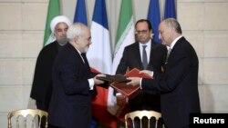 فرانسوا اولاند و حسن روحانی در مراسم امضای قراردادها و تفاهمنامه های میان ایران و فرانسه.