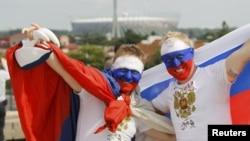 Болельщики сборной России на чемпионате Европы по футболу. Варшава, 12 июня 2012 г