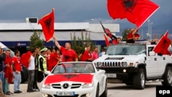 Fotografdi arkivi e tifozëve të kombëtares shqiptare në futboll