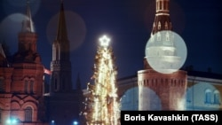 The New Year spruce at the Kremlin in 1978